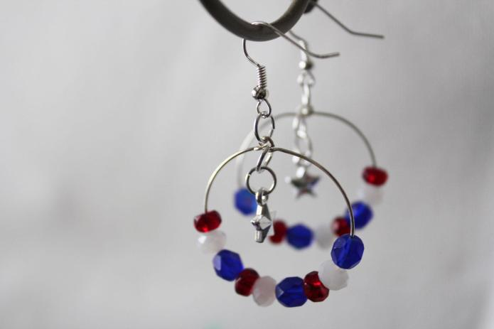DIY jewelry: Patriotic earrings for July