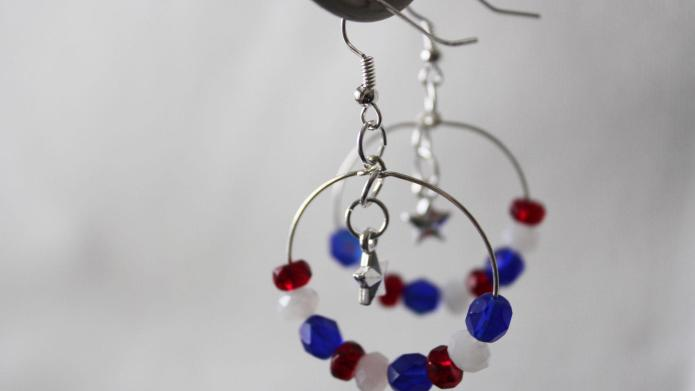 DIY jewelry: Patriotic earrings for July