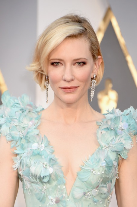 Natural Celebrity Beauty Hacks | Cate Blanchett — Grapefruit And Sea Salt Body Scrub