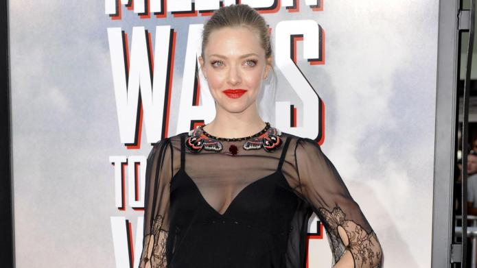 Amanda Seyfried watches The Bachelor with