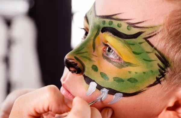 7 Must-have makeup essentials for Halloween
