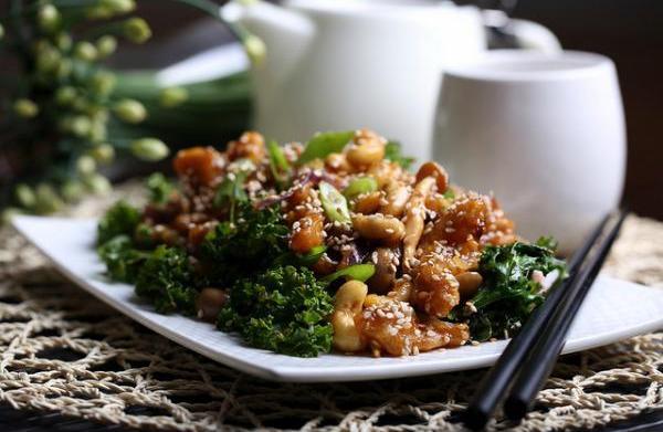Sweet and sour crispy vegan 'chicken'