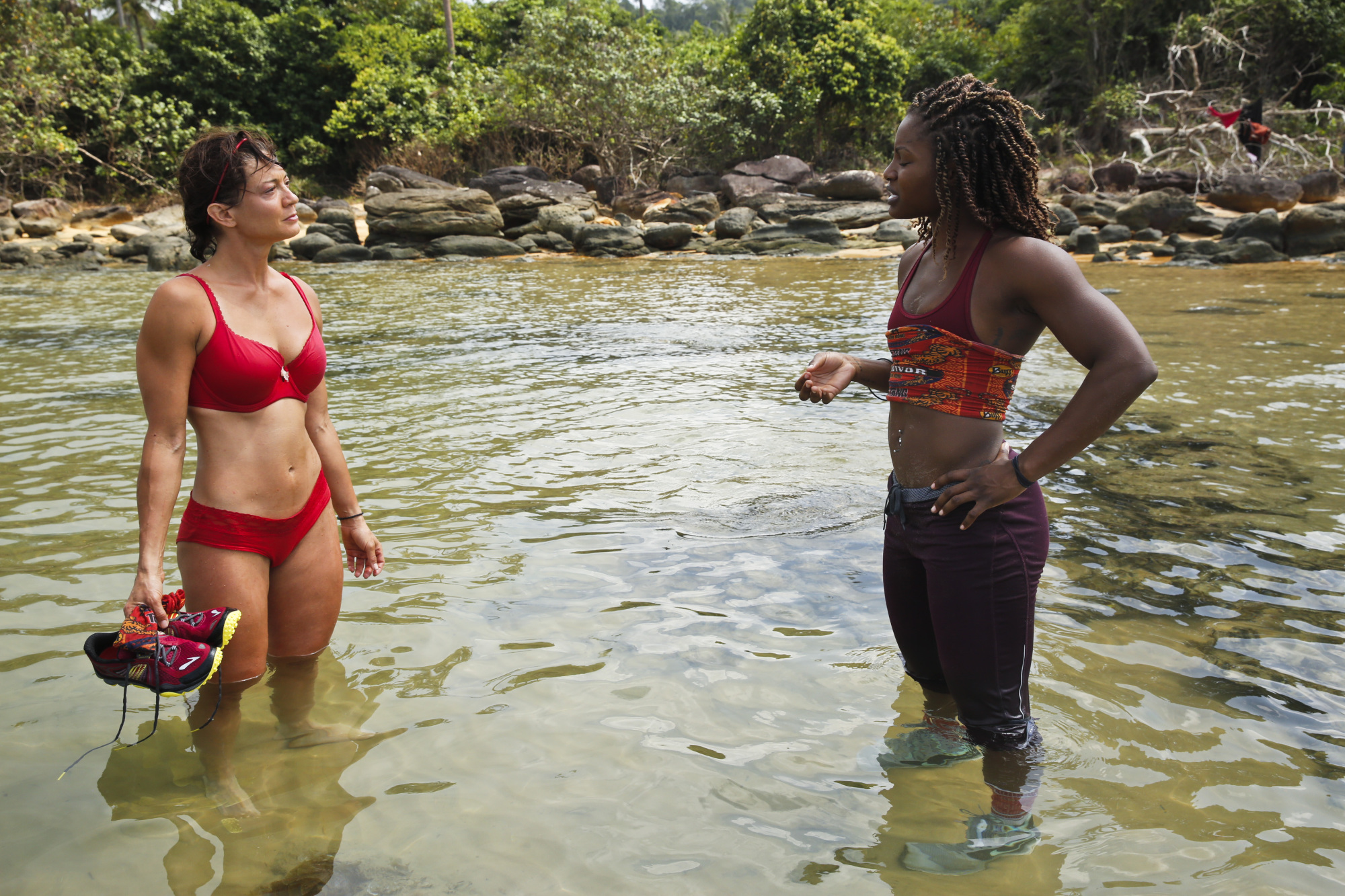 Jennifer Lanzetti talks with Cydney Gillon on Survivor: Kaoh Rong