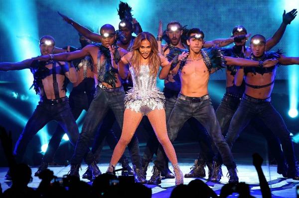 Jennifer Lopez Perfoms on Q!Viva
