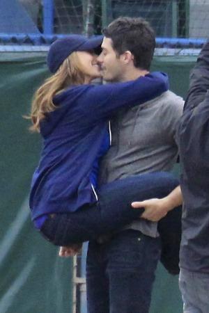 Jennifer Love Hewitt engaged to Brian Hallisay