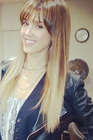 Jessica Alba shows off her bangs