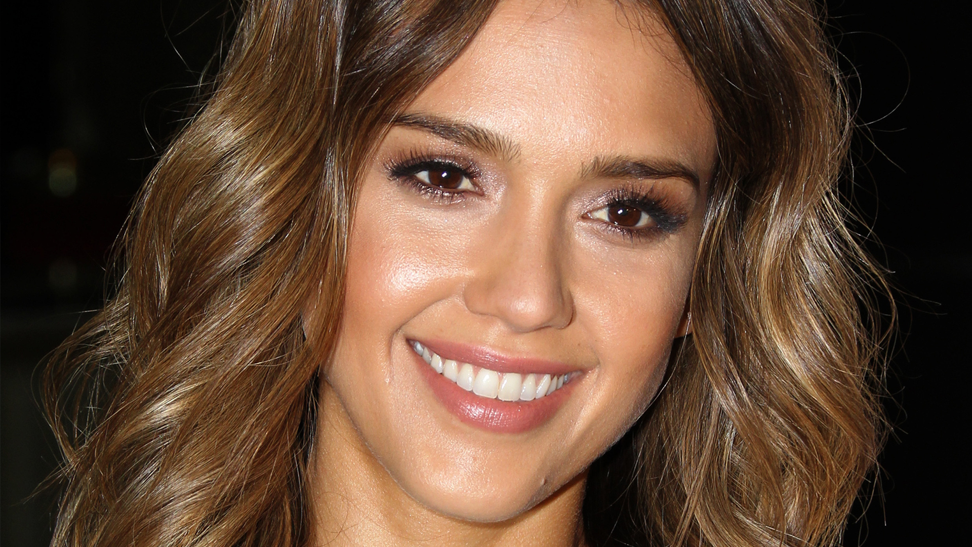 Jessica Alba has an oval shaped face | Sheknows.ca