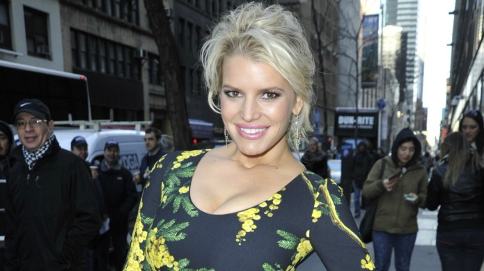 Jessica Simpson posts fierce swimsuit pic