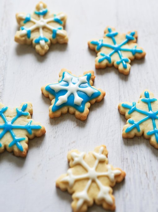Kid-Friendly Holiday Desserts: Snowflake cookies are fun to decorate