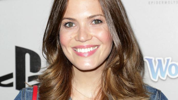 Mandy Moore helps shelter millions (yes,