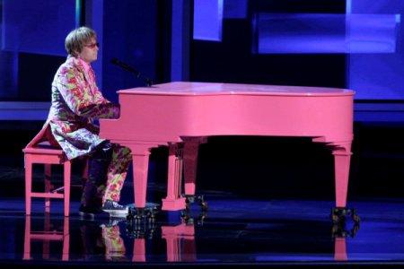 Jimmy Fallon channels Elton John at the Emmy Awards