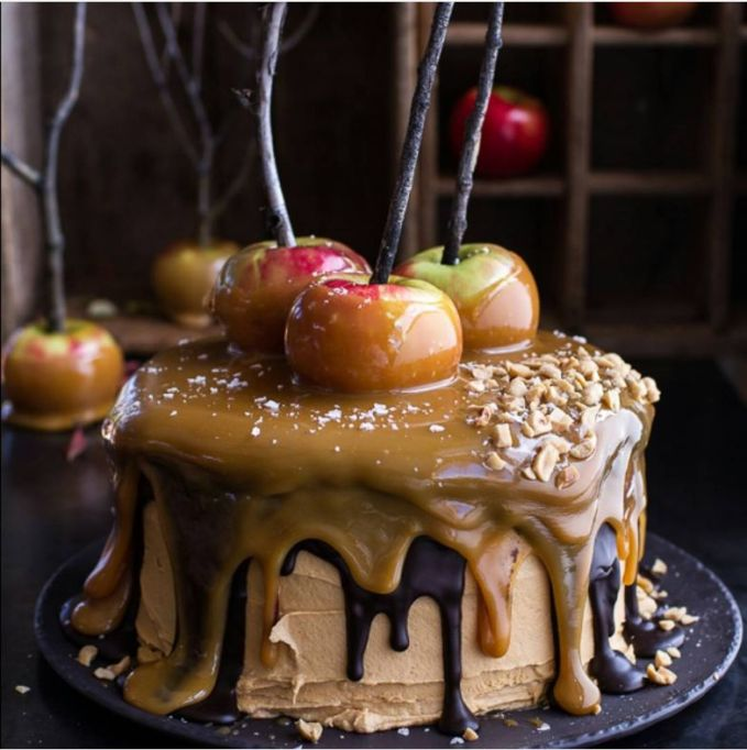 Fall Wedding Cakes: Top your cake with caramel apples to celebrate the fall harvest