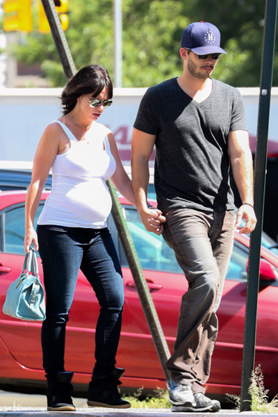 Pregnant Jennifer Love Hewitt and Brian Halisay