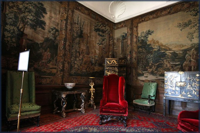 Inside the Royal Castles: Holyroodhouse Sitting Area