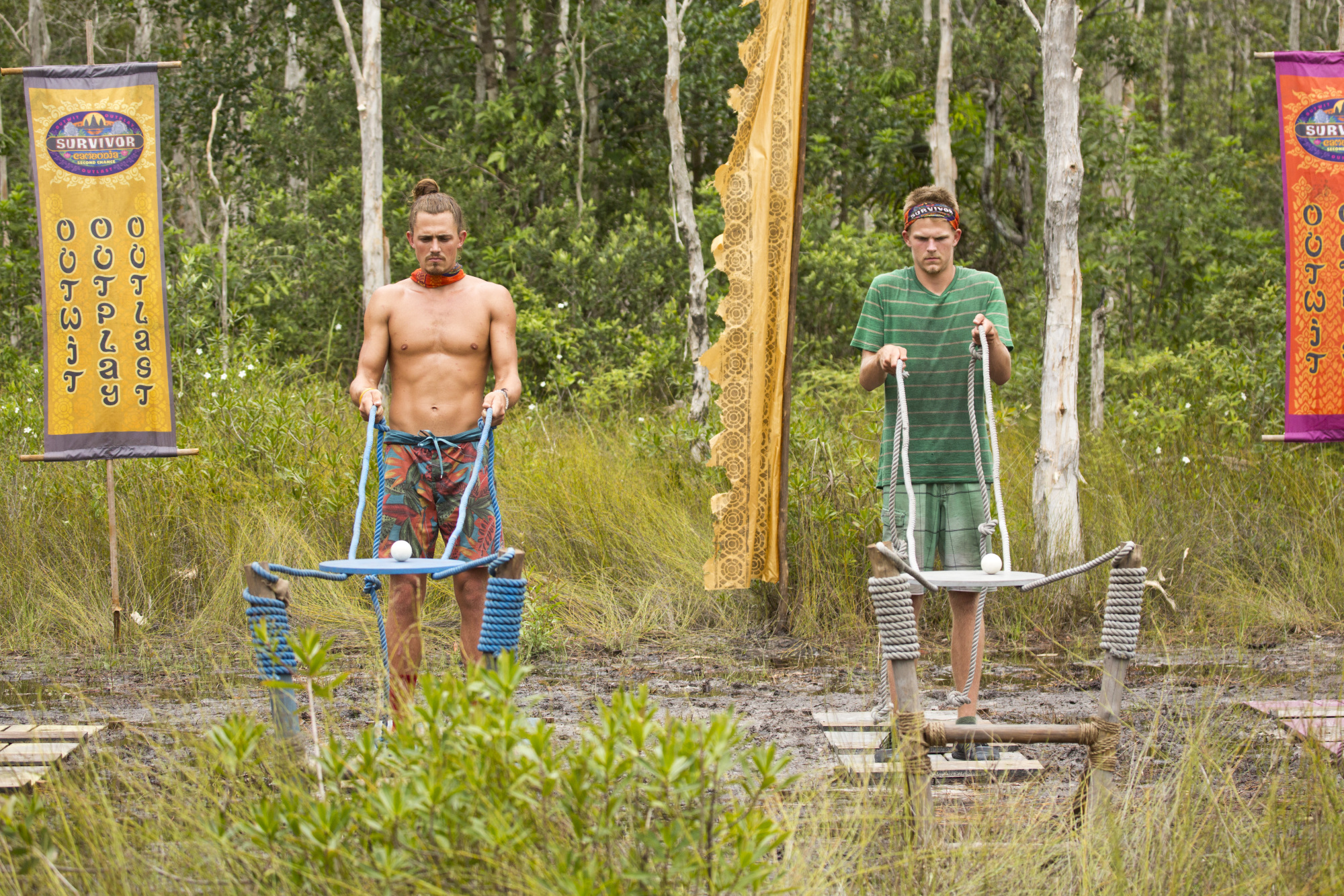 Joe Anglim and Spencer Bledsoe compete in challenge on Survivor: Second Chance