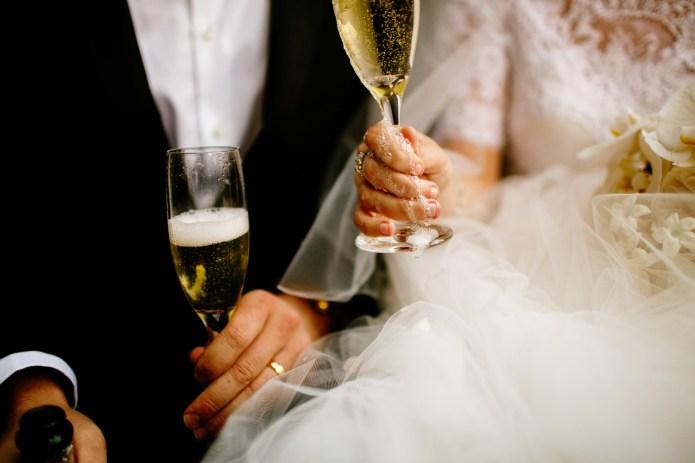21 Unique wedding photo ideas for