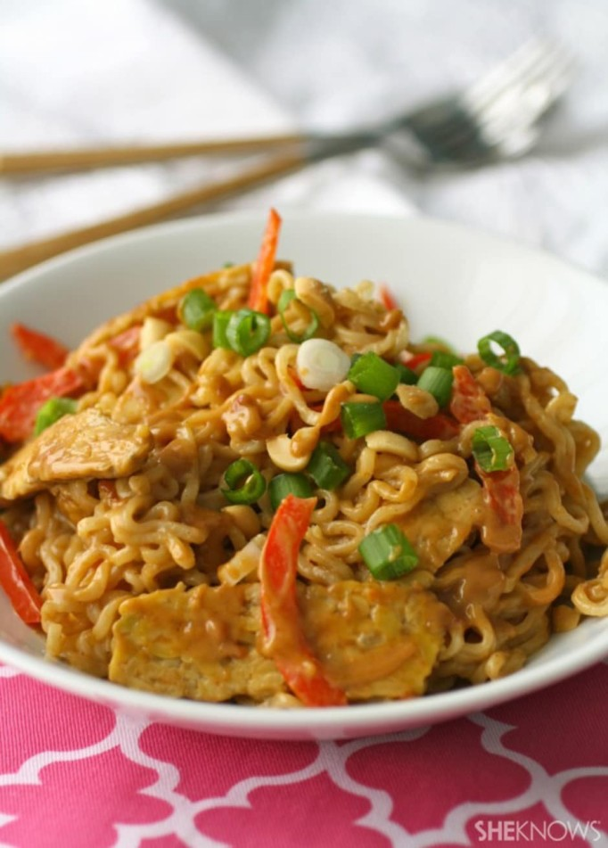 Ramen noodles with tempeh and spicy peanut sauce