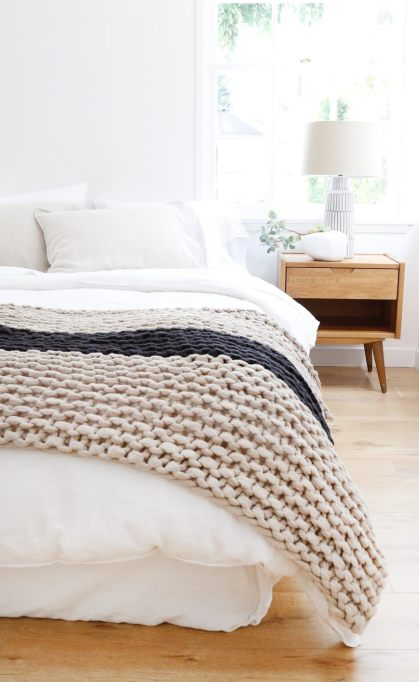 Luxe Throws For Your Bed or Sofa This Season | Loomstead Super Chunky Throw