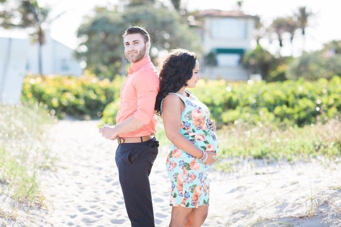 surprise-maternity-engagement-photo-shoot-ring