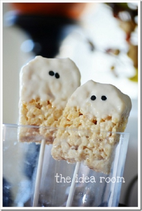 34 Halloween foods that'll take your party to the next level: Rice Krispies ghosts