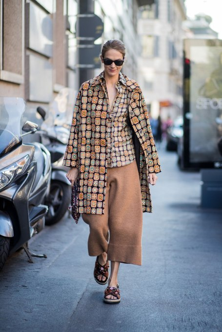 Ways To Wear Graphic Prints: Neutral Mix | Fall Fashion