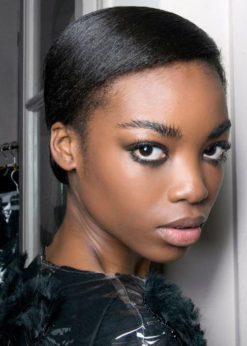 Low-Maintenance Summer Beauty Inspiration Ideas: Brown Hair Nice Black Smokey Eye | Summer Beauty 2017