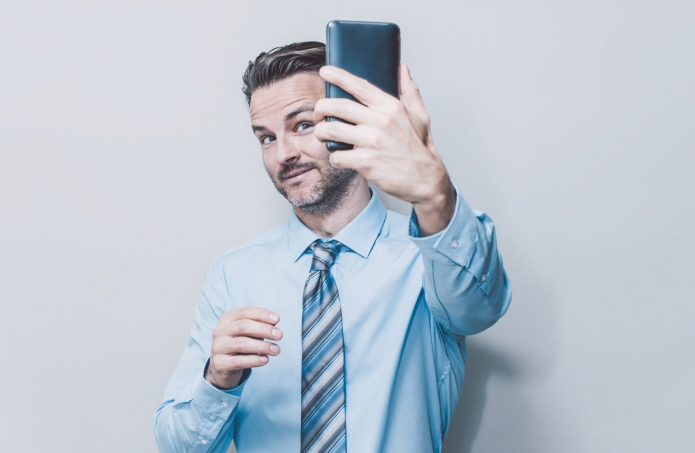 How to decode a man's selfie