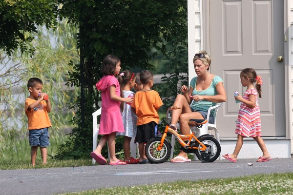Kate and the kids make a go at it alone...we're pulling for Kate!