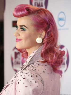Katy Perry's curly hairstyle