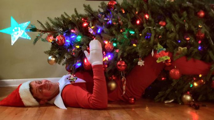 This dad's real-life Elf on the