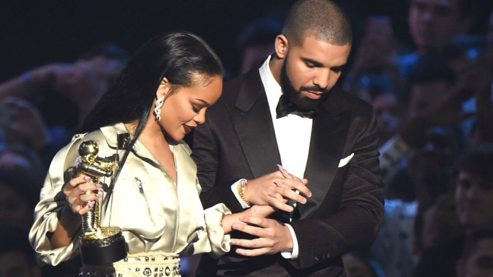 Rihanna finally kisses Drake in public