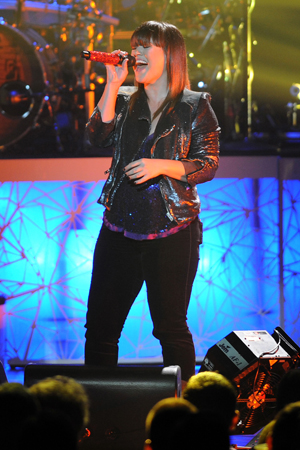 """Kelly Clarkson, Lionel Richie and Robin Thicke to mentor """"Duets"""""""
