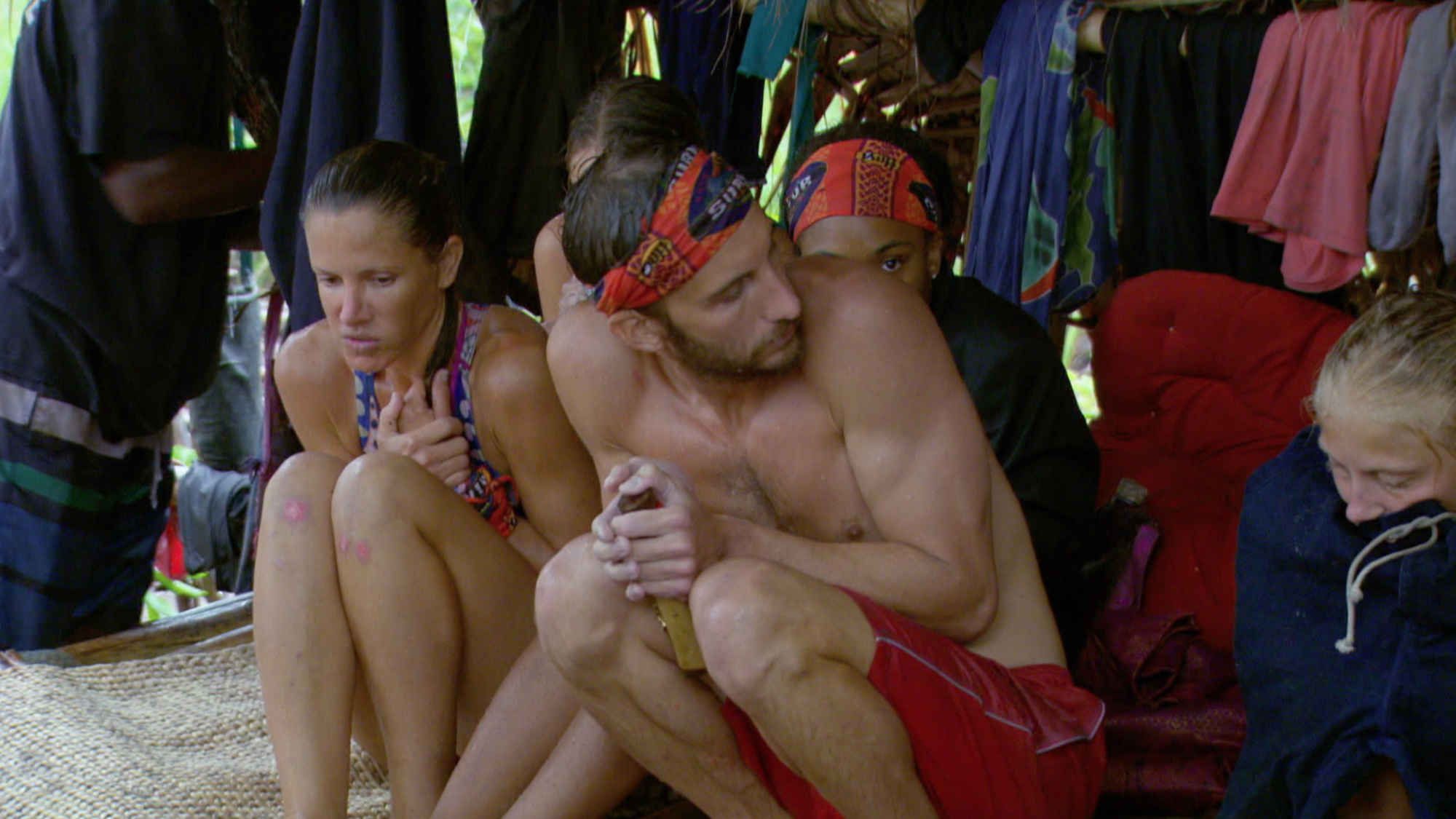 Stephen Fishbach tries to keep warm in shelter on Survivor: Second Chance