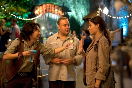 Kevin James and Rosario Dawson in Zookeeper