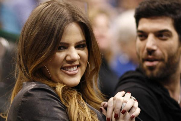 Khloe Kardashian covers May Cosmo