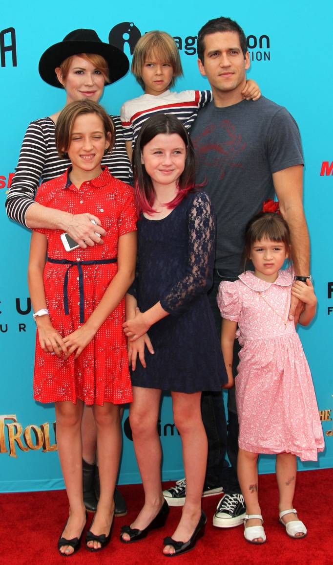 Molly Ringwald, Panio Gianopoulos and kids