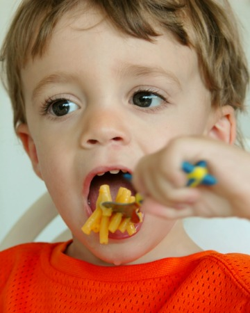 Kid eating mac and cheese