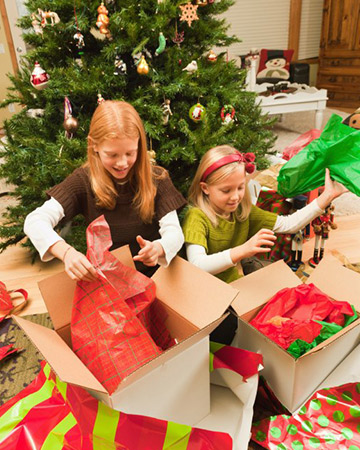Christmas Gift Giving Images.Christmas Gift Giving Treat Kids Without Spoiling Them