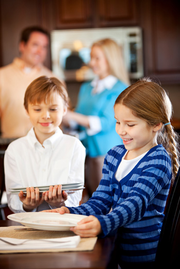 kids setting table