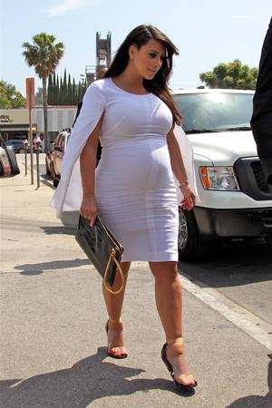 Kim Kardashian swollen ankles