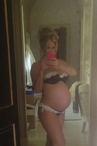 Pregnant Kim Zolciak bikini baby bump - twins