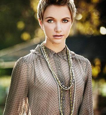 31 Bits sells fashionable, charitable jewelry