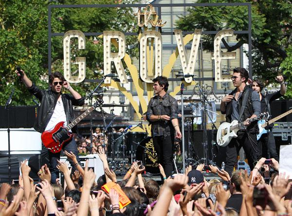 Jonas Brothers sued by concertgoer