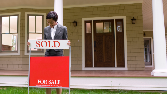 Real estate agents risk their lives