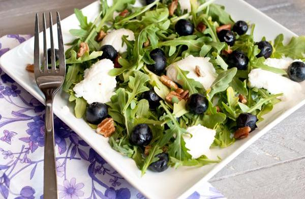Summer blueberry salad with ricotta and
