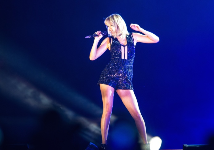 Criticism hurled at Taylor Swift exposes