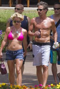 Britney Spears denies boyfriend beats her