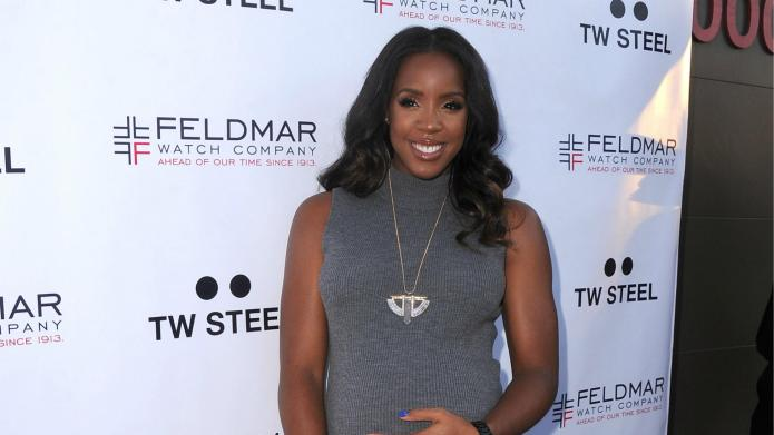 Kelly Rowland gets naked for all