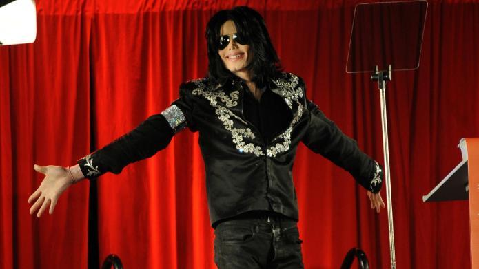 VIDEO: High school student nails MJ's
