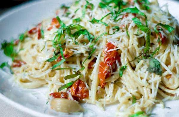 Skinny roasted garlic tomato Alfredo